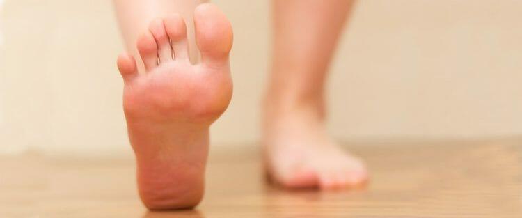 Curar uña negra del pie