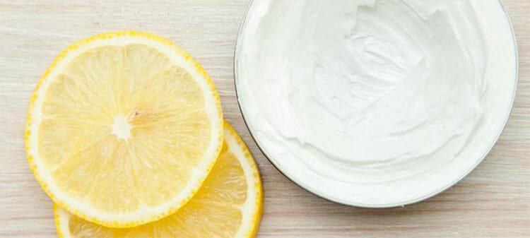 Mascarilla de yogur y limón para los puntos negros