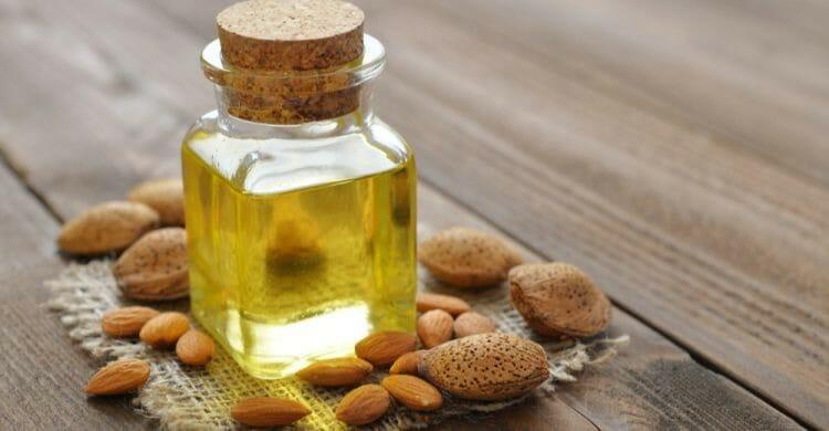 Aceite de almendras para el cabello seco