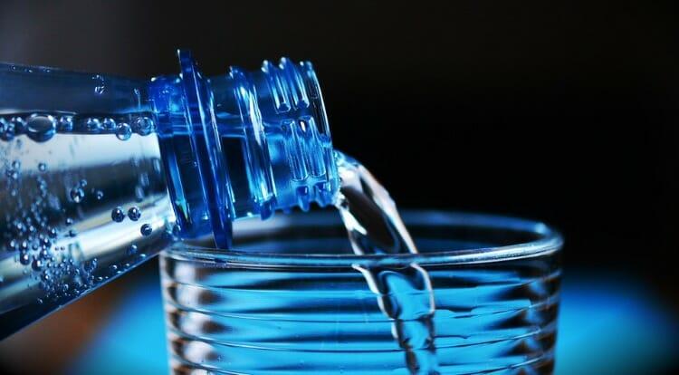 Beber mucha agua es esencial contra la sudoración