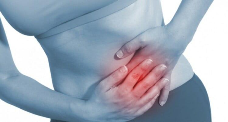 que sintomas produce la fiebre tifoidea