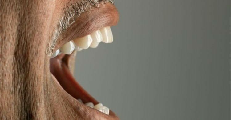 Remedios caseros para el sabor metálico en la boca