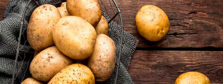También puedes utilizar la patata para blanquear la piel