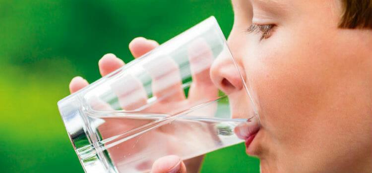 La hidratación es muy importante durante el tratamiento de la escarlatina