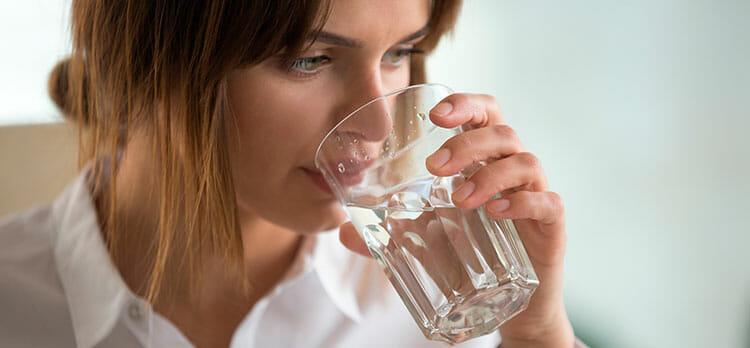 Hidratarse, clave para mantener el hígado limpio