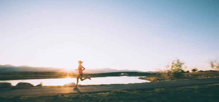 Practicar ejercicio y llevar una vida saludable