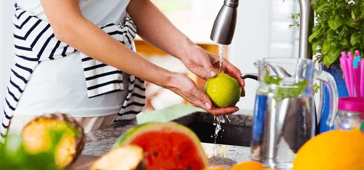 Lavar alimentos para cuidados con Ascaris lumbricoides