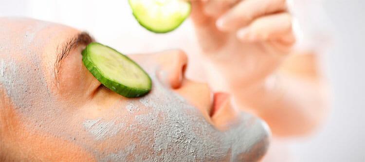 Cuidado facial con pepino y té verde