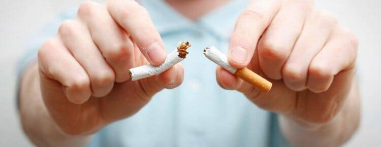 El tabaco es una de las principales causas de la lengua amarillenta